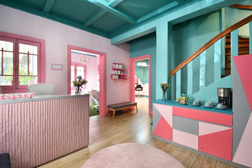 Decoración de Interior - Peluqueria Sólo para muñecas - Espacio Gracia